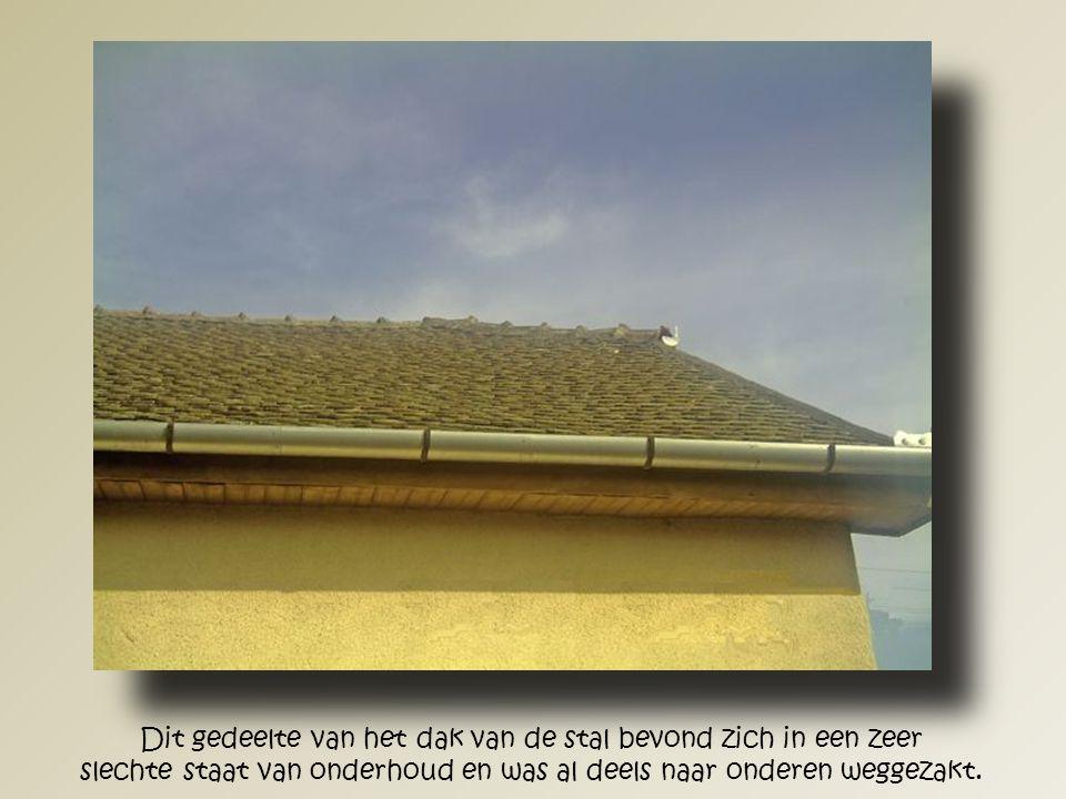 Langzaam maar zeker krijgt het nieuwe dak zijn oorspronkelijk vorm weer terug.