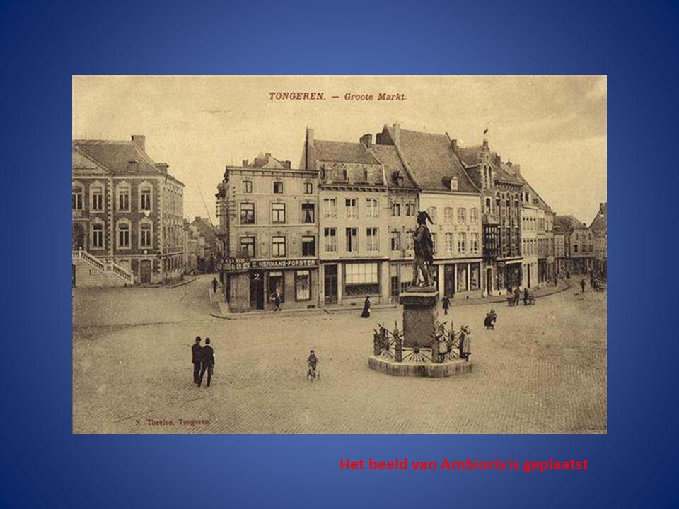De drie huizen links werden gebombardeerd