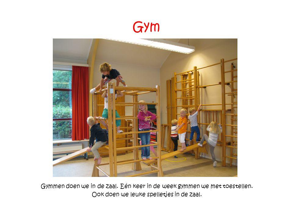 Gym Gymmen doen we in de zaal. Eén keer in de week gymmen we met toestellen. Ook doen we leuke spelletjes in de zaal.