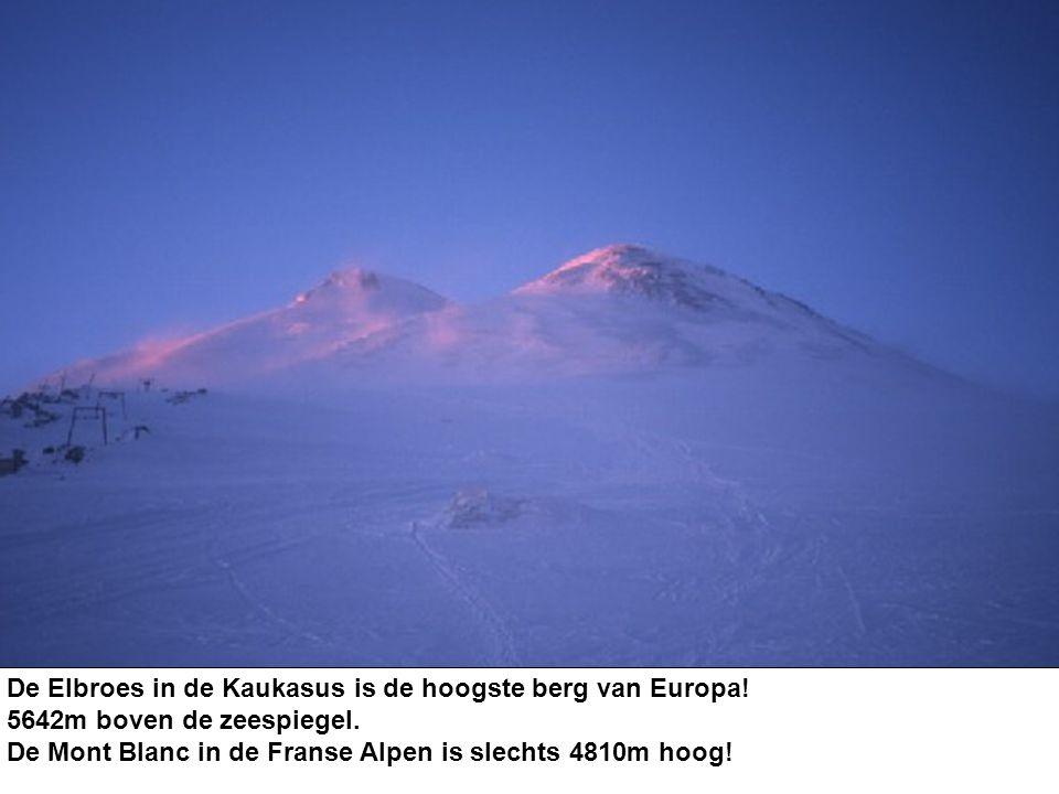 De Elbroes in de Kaukasus is de hoogste berg van Europa! 5642m boven de zeespiegel. De Mont Blanc in de Franse Alpen is slechts 4810m hoog!