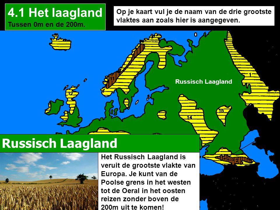Op je kaart vul je de naam van de drie grootste vlaktes aan zoals hier is aangegeven. 4.1 Het laagland Tussen 0m en de 200m. Russisch Laagland Het Rus