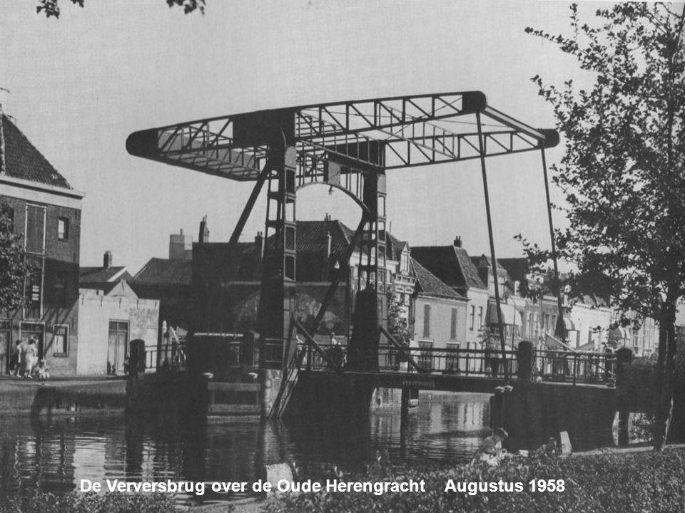 De Ganzenoordbrug over de Nieuwe Rijn. Gesloopt in 1961 Juni 1959