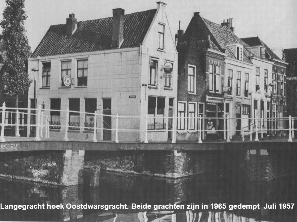 De Oostdwarsgracht vanaf de Oude Vest. Gedempt in 1969 September 1958
