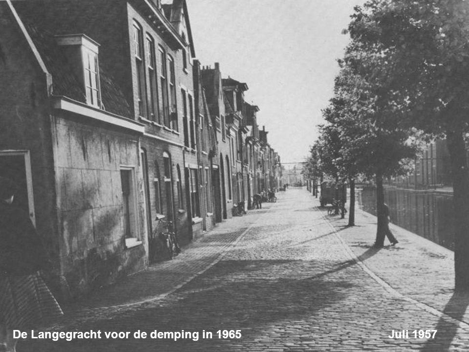 Langegracht hoek Oostdwarsgracht. Beide grachten zijn in 1965 gedempt Juli 1957