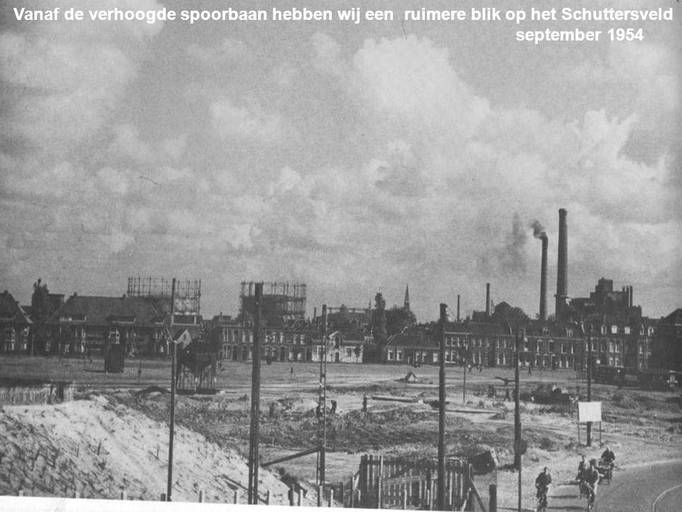 Blauwpoortsbrug Het heeft lang geduurd voordat het Schuttersveld een verharde weg werd. maart 1956