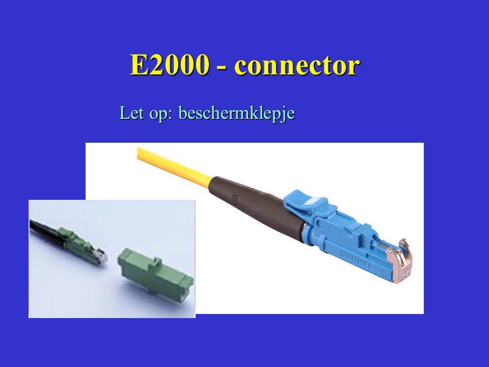 LASLADE IN PATCHPANEL met CONNECTORKOPPELING