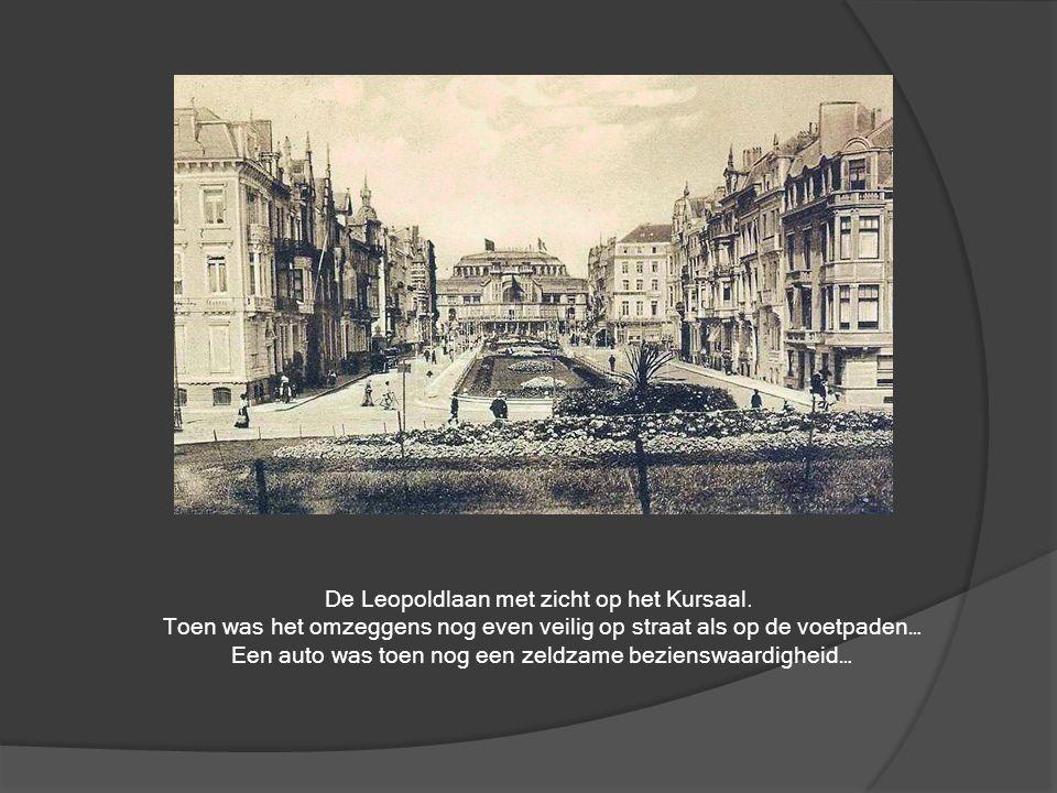 Het 'Badenpaleis', zoals vroeger de Thermae genoemd werd. Wat opvalt is de kleine stadstram die toen nog voldoende was om de reizigers te vervoeren. O