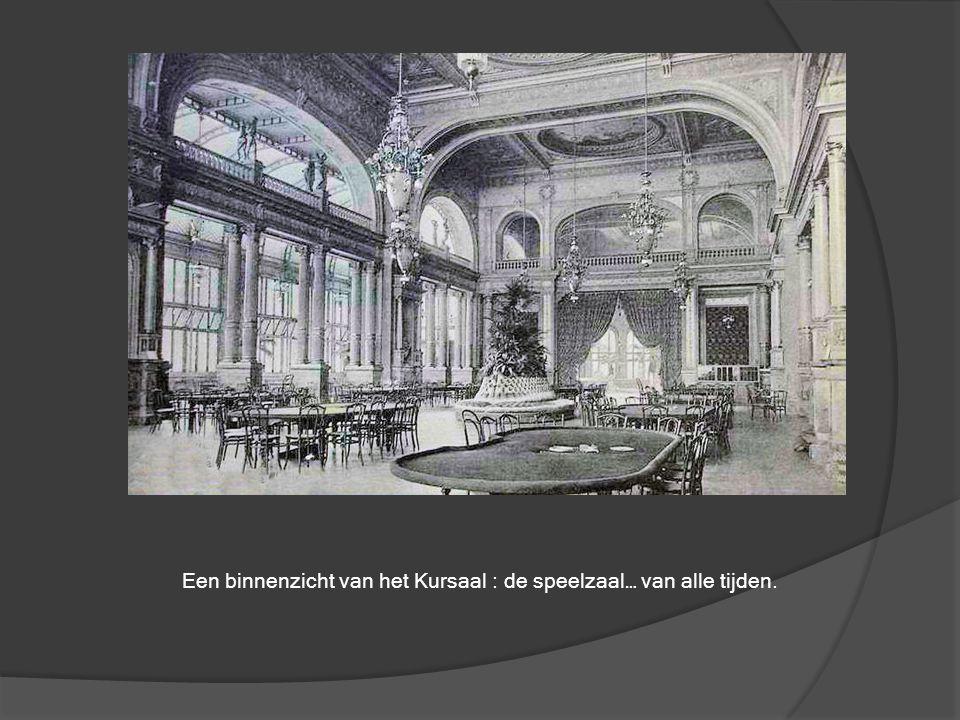 De Leopoldlaan met zicht op het Kursaal. Toen was het omzeggens nog even veilig op straat als op de voetpaden… Een auto was toen nog een zeldzame bezi