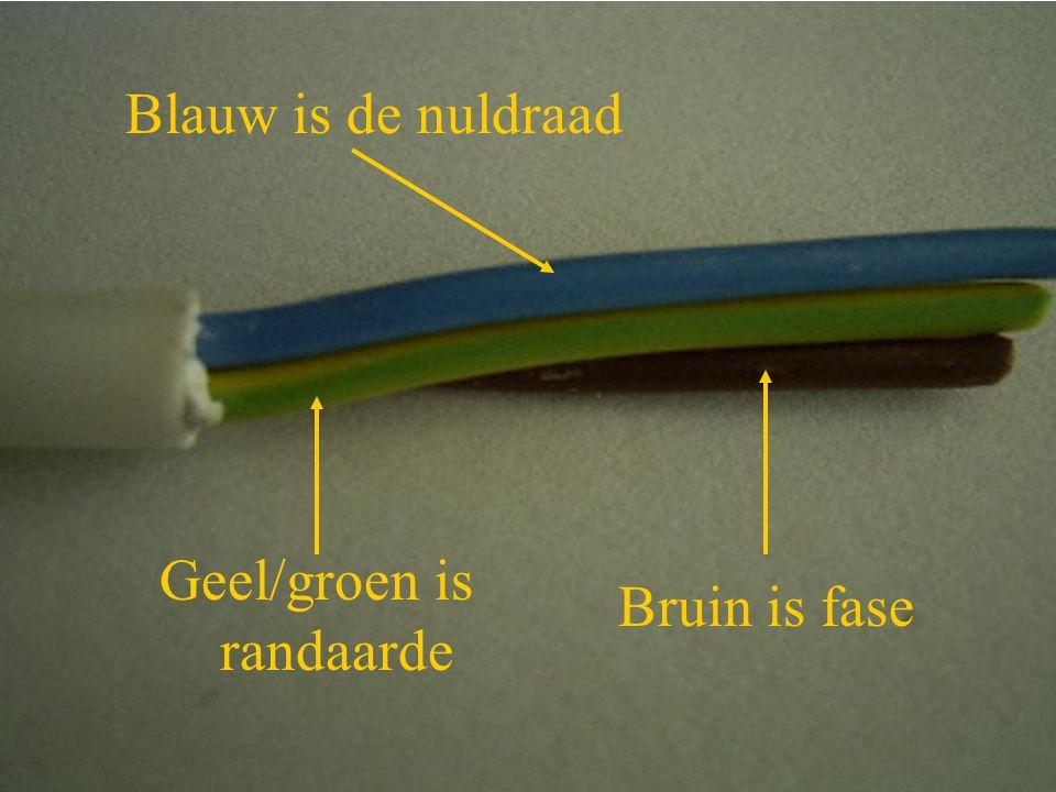 Blauw is de nuldraad Geel/groen is randaarde Bruin is fase