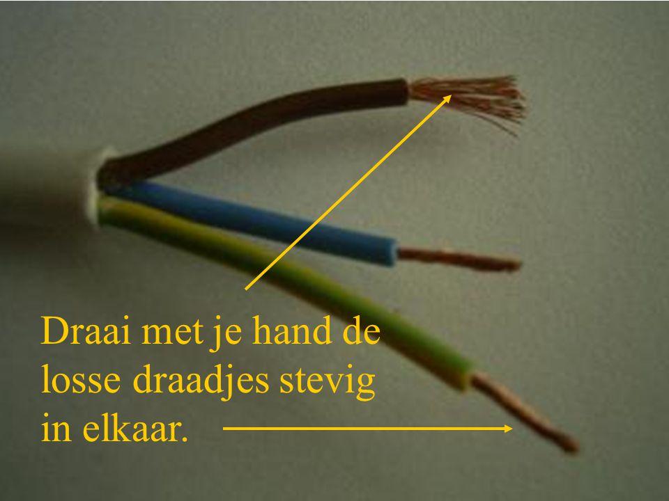 Draai met je hand de losse draadjes stevig in elkaar.
