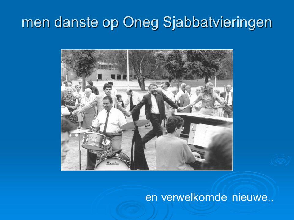 men danste op Oneg Sjabbatvieringen en verwelkomde nieuwe..