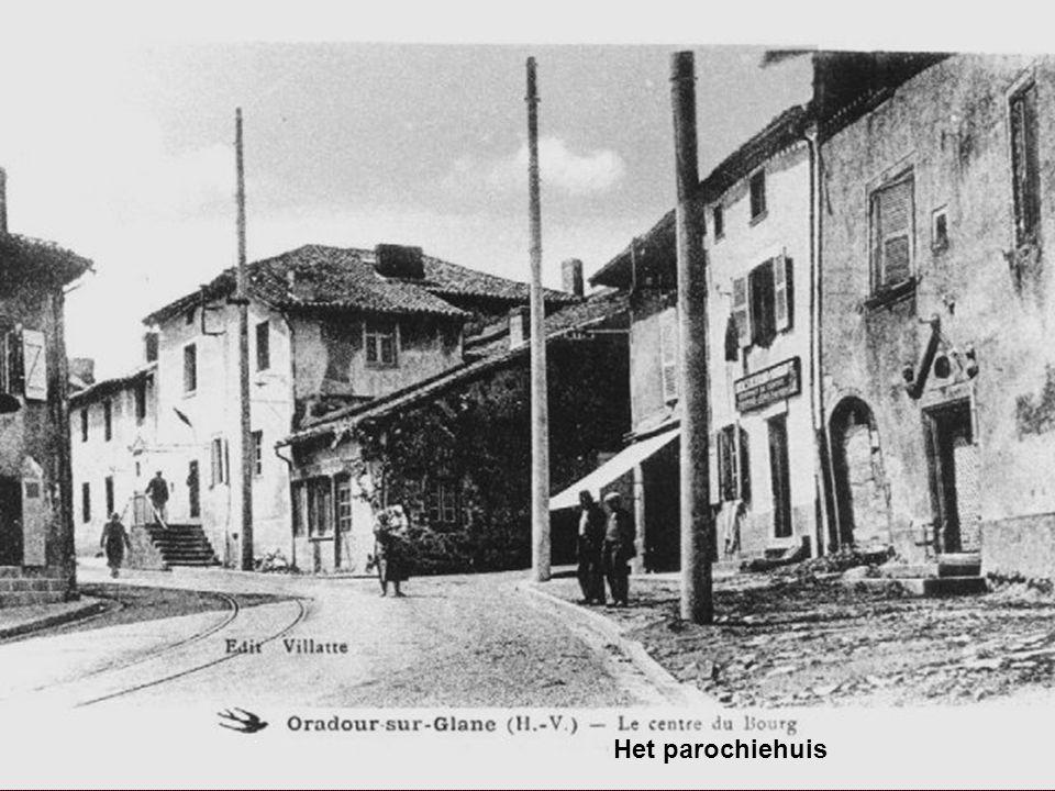 Toen brachten de Duitsers hun wapens in stelling vóór de verzamelde mannen.