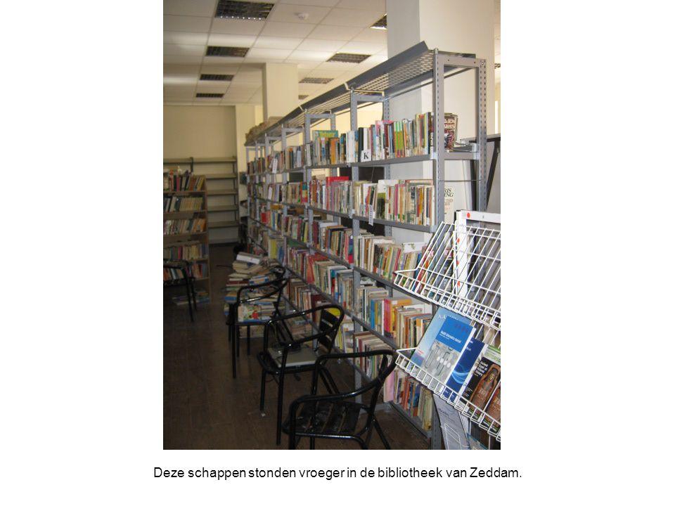 Deze schappen stonden vroeger in de bibliotheek van Zeddam.