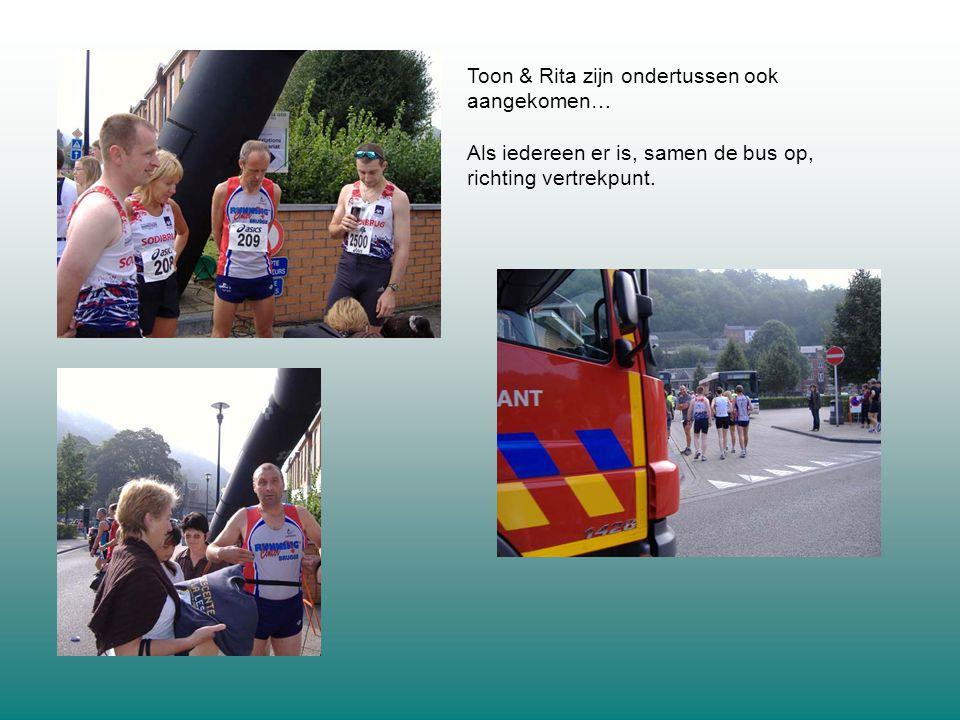 Toon & Rita zijn ondertussen ook aangekomen… Als iedereen er is, samen de bus op, richting vertrekpunt.