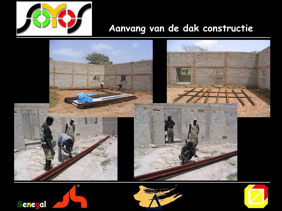 Aanvang van de dak constructie Senegal