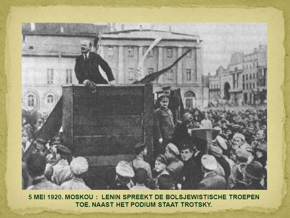 6 DECEMBER 1914. MEXICO STAD : FRANCISCO VILLA EN EMILIANO ZAPATA IN DE PRESIDENTSZETEL.