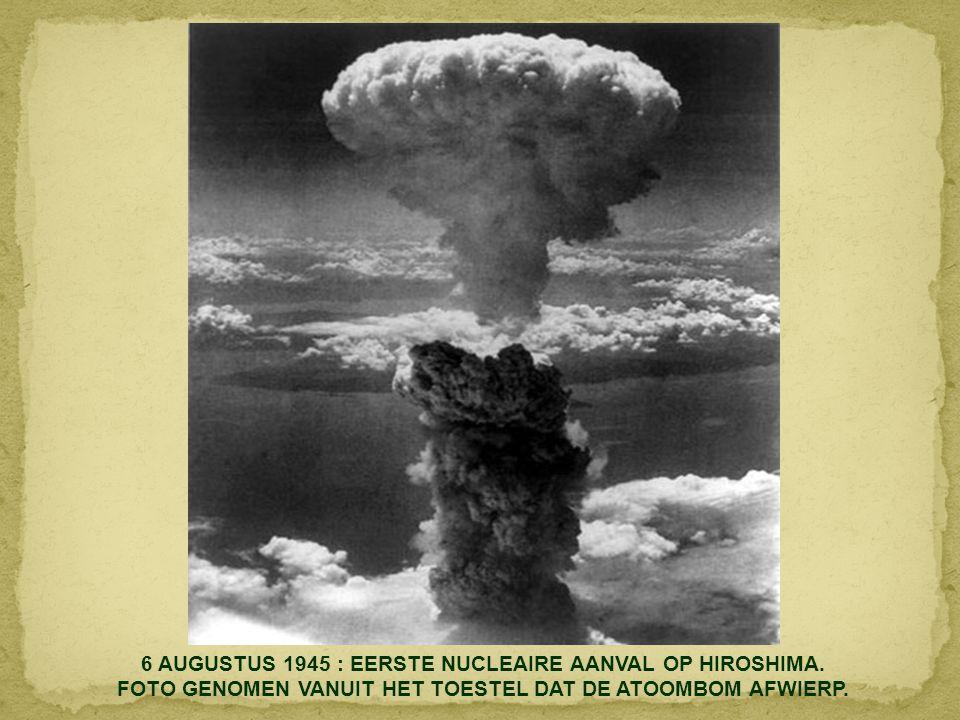 2 MEI 1945 : BERLIJN - DUITSLAND - RUSSISCHE SOLDATEN PLANTEN HUN VLAG OP DE RIJKSDAG.