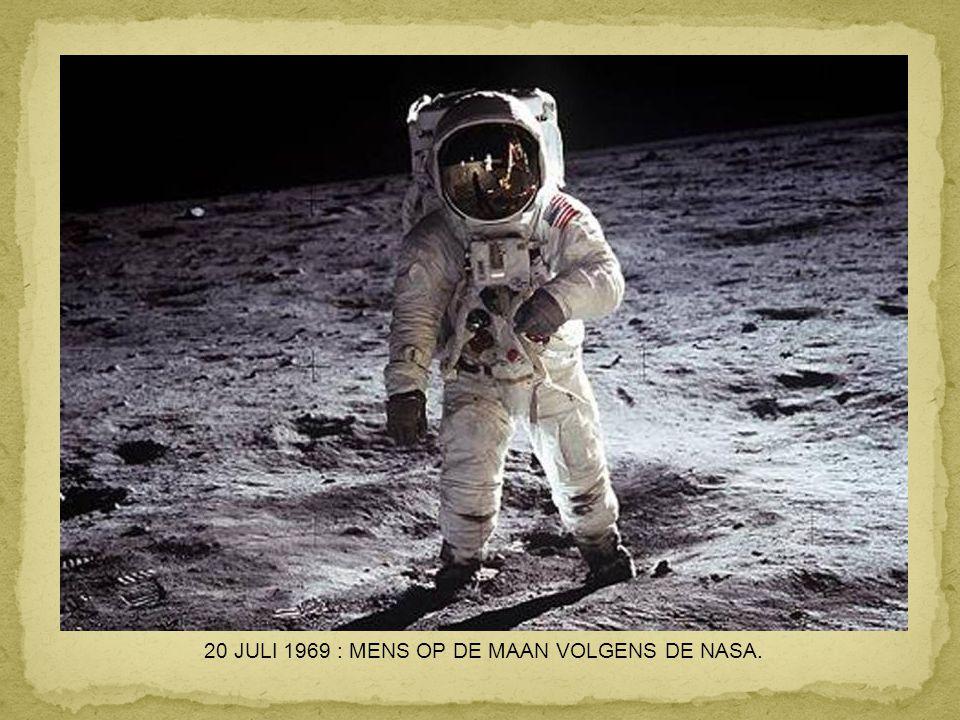 24 DECEMBER 1968 : EERSTE FOTO VAN DE AARDE BOVEN DE MAANHORIZON, GENOMEN VANUIT APOLLO 8..