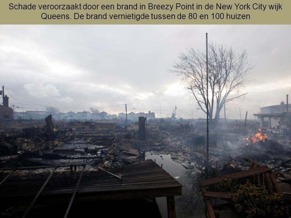 Schade veroorzaakt door een brand in Breezy Point in de New York City wijk Queens.