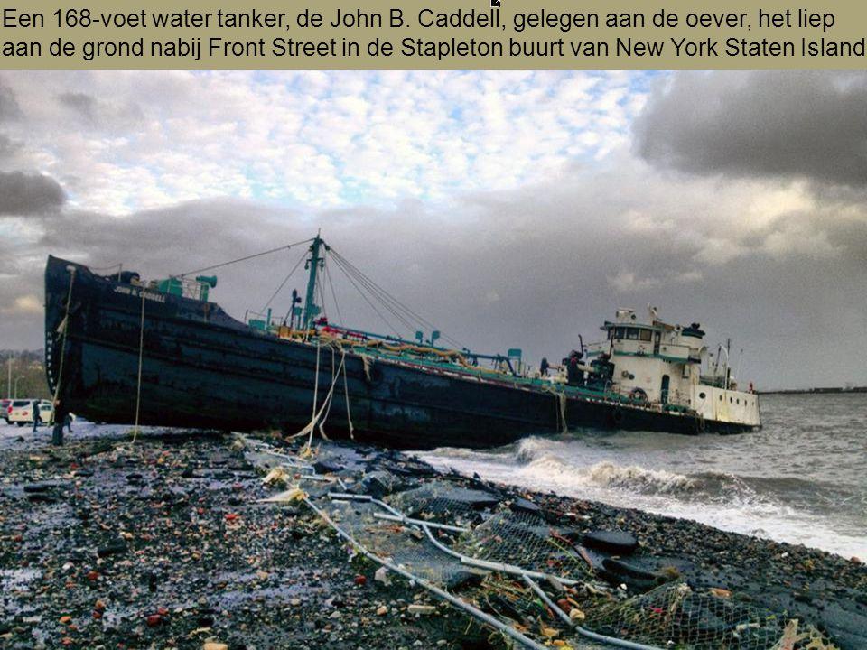 Een 168-voet water tanker, de John B.