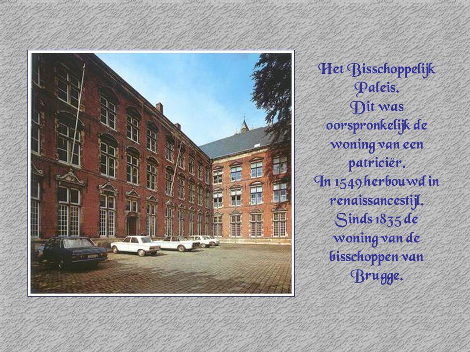 Het Bisschoppelijk Paleis. Dit was oorspronkelijk de woning van een patriciër. In 1549 herbouwd in renaissancestijl. Sinds 1835 de woning van de bissc