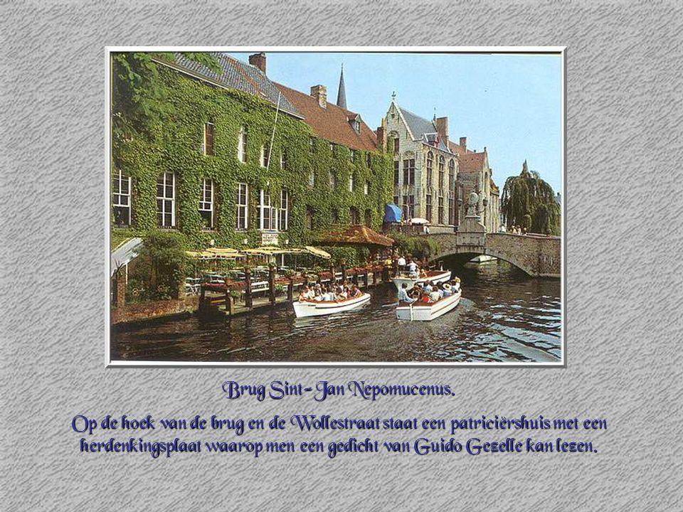 Brug Sint-Jan Nepomucenus. Op de hoek van de brug en de Wollestraat staat een patriciërshuis met een herdenkingsplaat waarop men een gedicht van Guido