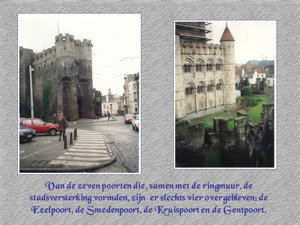 Van de zeven poorten die, samen met de ringmuur, de stadsversterking vormden, zijn er slechts vier overgebleven: de Ezelpoort, de Smedenpoort, de Krui
