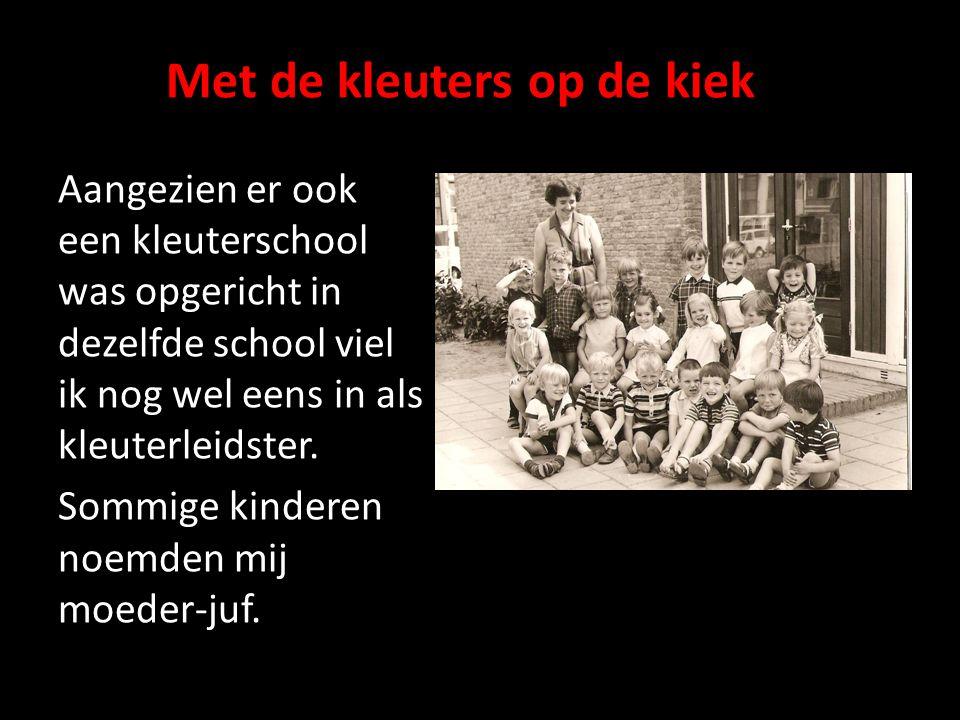 Met de kleuters op de kiek Aangezien er ook een kleuterschool was opgericht in dezelfde school viel ik nog wel eens in als kleuterleidster. Sommige ki