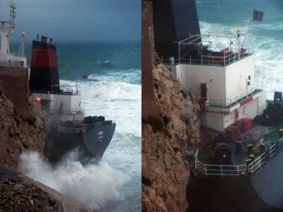 Het in ballast varende schip kwam steeds hoger op de rotsen te liggen, waarop Spaanse en Gibraltaanse reddingswerkers besloten de bemanning van boord