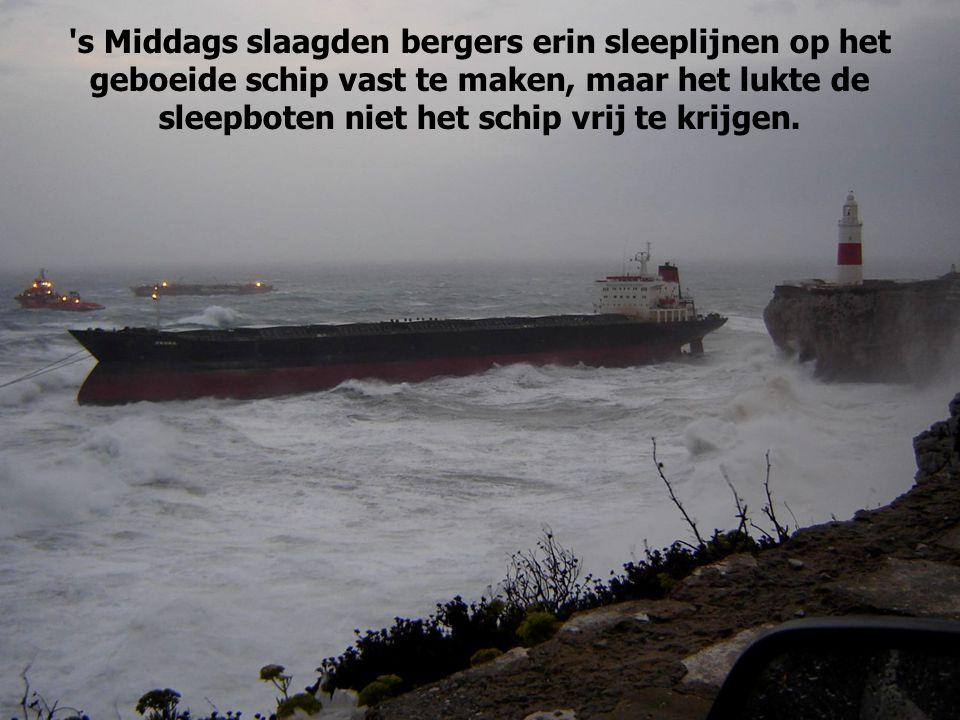De uitgeworpen ankers krabden, waarna het schip op de kust verdaagde.