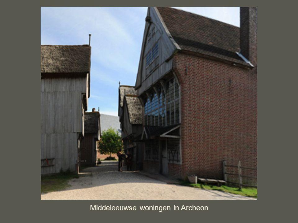 middeleeuws huis met overkragingen Door de smalle straten werden de huizen op deze manier gebouwd zodat er toch voldoende ruimte was om te lopen.