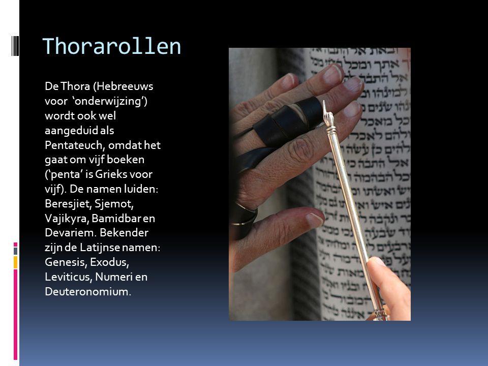 Thorarollen De Thora (Hebreeuws voor 'onderwijzing') wordt ook wel aangeduid als Pentateuch, omdat het gaat om vijf boeken ('penta' is Grieks voor vij