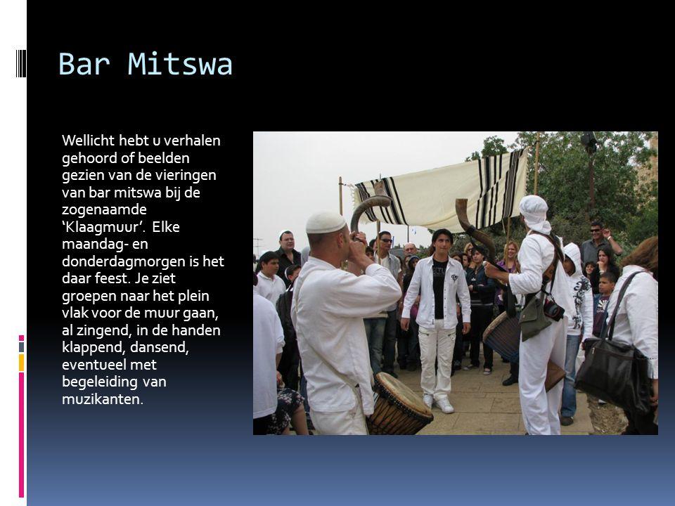 Bar Mitswa Wellicht hebt u verhalen gehoord of beelden gezien van de vieringen van bar mitswa bij de zogenaamde 'Klaagmuur'. Elke maandag- en donderda