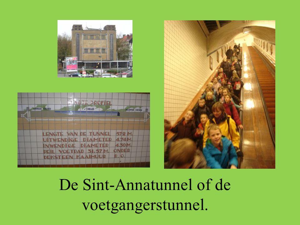 De Sint-Annatunnel of de voetgangerstunnel.