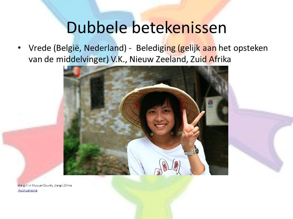 Dubbele betekenissen • Vrede (België, Nederland) - Belediging (gelijk aan het opsteken van de middelvinger) V.K., Nieuw Zeeland, Zuid Afrika the girl