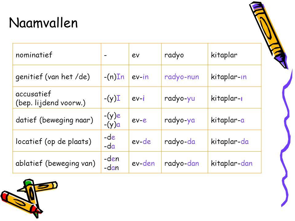 Naamvallen nominatief-evradyokitaplar genitief (van het /de)-(n)Inev-inradyo-nunkitaplar-ın accusatief (bep. lijdend voorw.) -(y)Iev-iradyo-yukitaplar