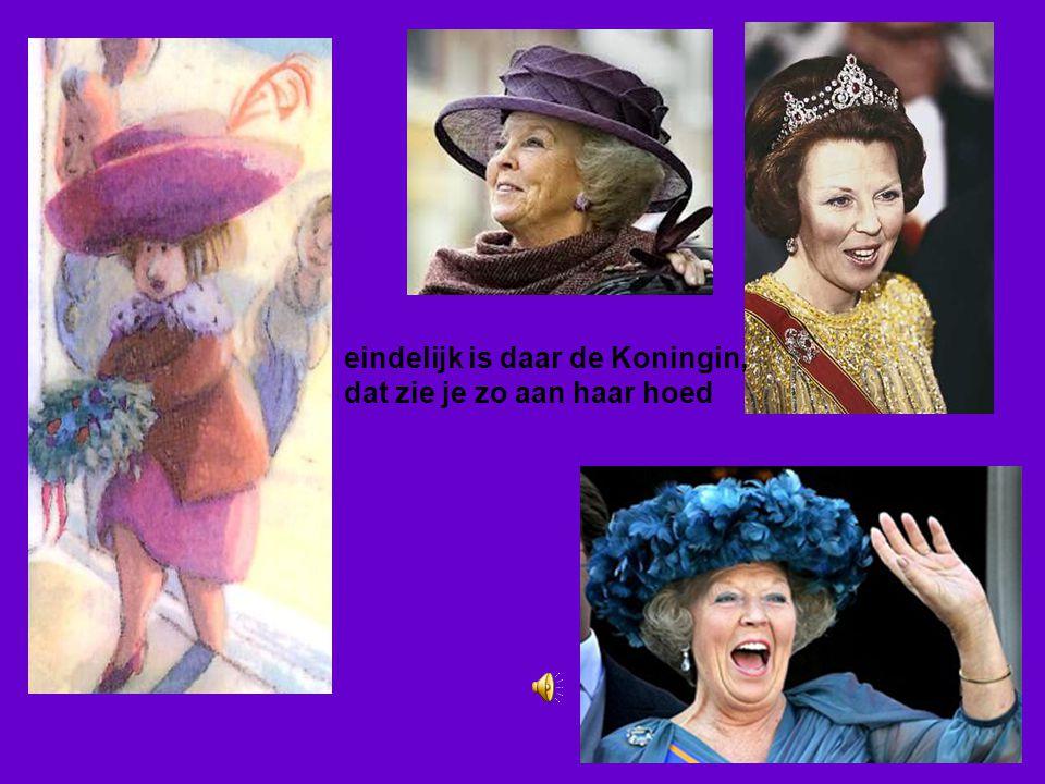 eindelijk is daar de Koningin, dat zie je zo aan haar hoed