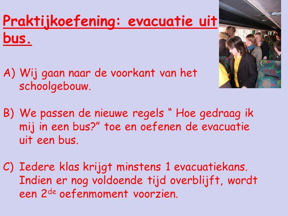 Praktijkoefening: evacuatie uit bus.A)Wij gaan naar de voorkant van het schoolgebouw.
