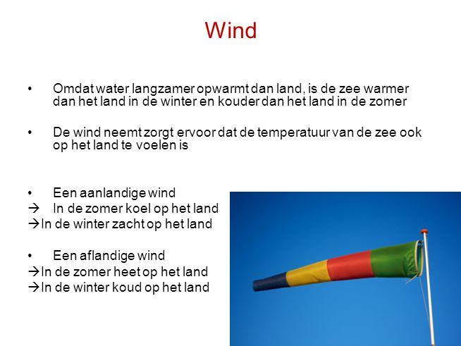 Wind •Omdat water langzamer opwarmt dan land, is de zee warmer dan het land in de winter en kouder dan het land in de zomer •De wind neemt zorgt ervoo