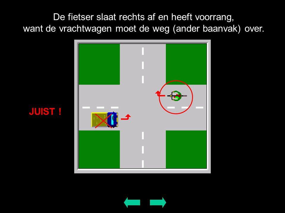 De fietser slaat rechts af en heeft voorrang, want de vrachtwagen moet de weg (ander baanvak) over. JUIST !