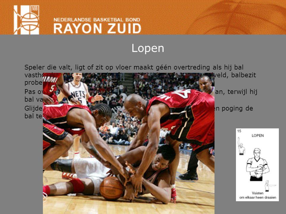 Dragen van de bal Bal moet vloer raken voordat speler bal weer met hand raakt.