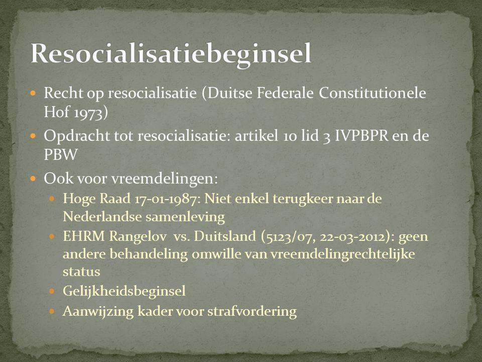  Recht op resocialisatie (Duitse Federale Constitutionele Hof 1973)  Opdracht tot resocialisatie: artikel 10 lid 3 IVPBPR en de PBW  Ook voor vreemdelingen:  Hoge Raad 17-01-1987: Niet enkel terugkeer naar de Nederlandse samenleving  EHRM Rangelov vs.