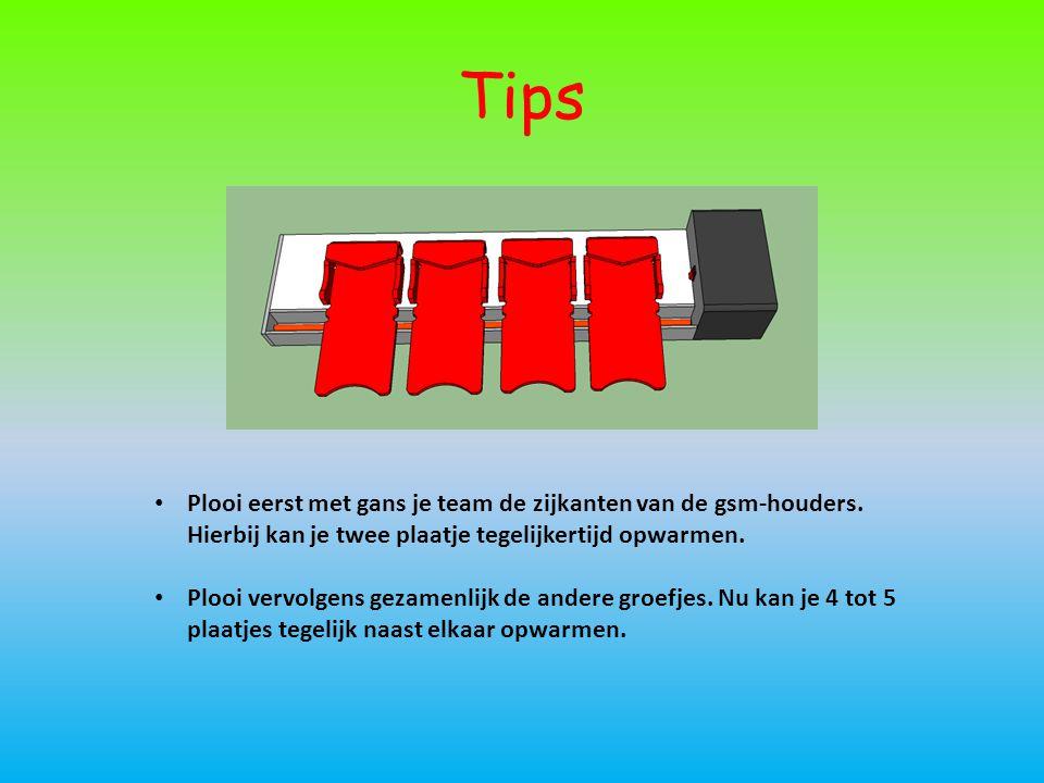 Tips • Plooi eerst met gans je team de zijkanten van de gsm-houders. Hierbij kan je twee plaatje tegelijkertijd opwarmen. • Plooi vervolgens gezamenli