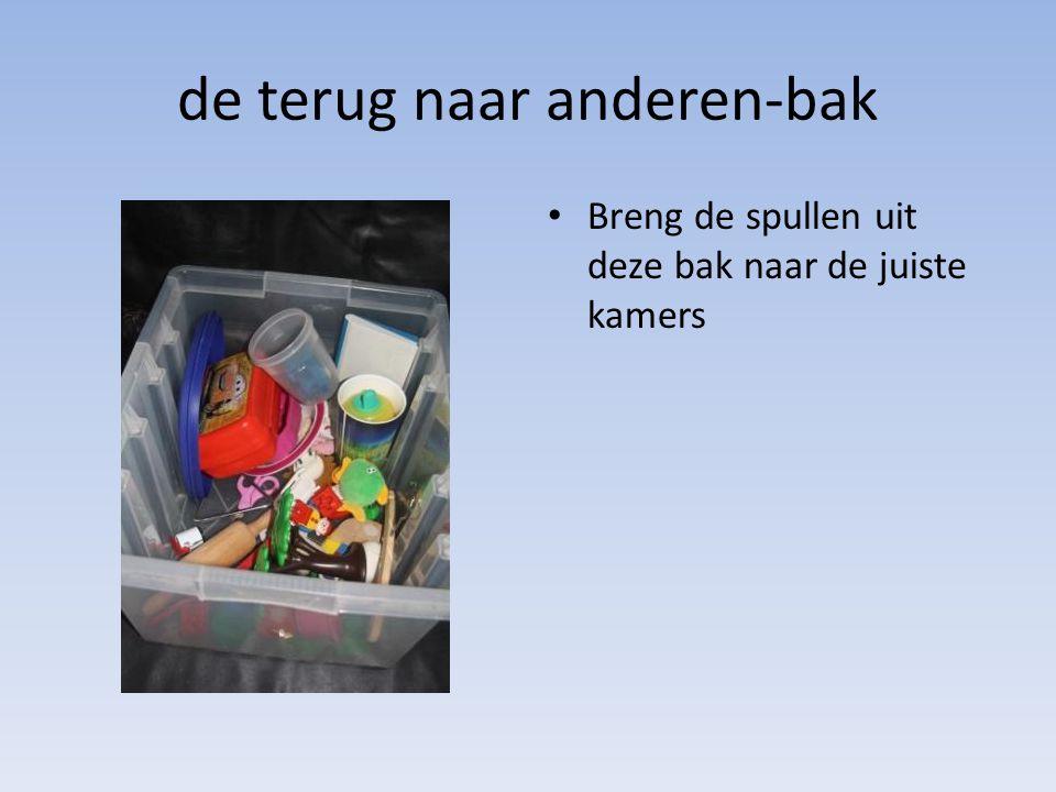 de terug naar anderen-bak • Breng de spullen uit deze bak naar de juiste kamers