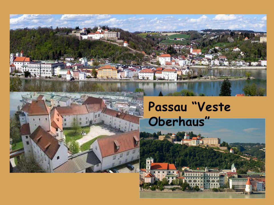 """Namiddag; Met onze bus naar """"Veste Oberhaus"""", een van de best behouden burchtcomplexen van Europa. In de vertrekken is het historisch museum van de st"""