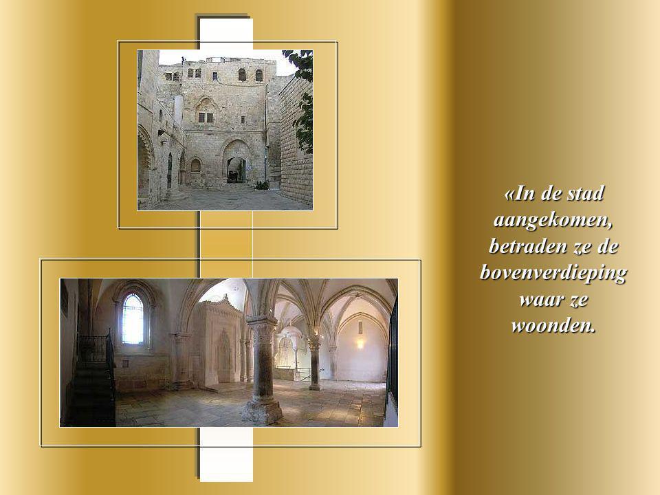 Deze mozaiek is een beweging van op- en neergaan, van afscheid en weerzien.