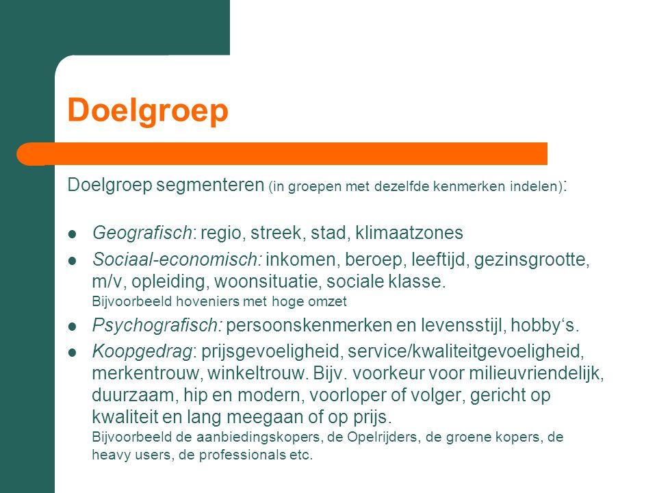 Doelgroep Doelgroep segmenteren (in groepen met dezelfde kenmerken indelen) :  Geografisch: regio, streek, stad, klimaatzones  Sociaal-economisch: i