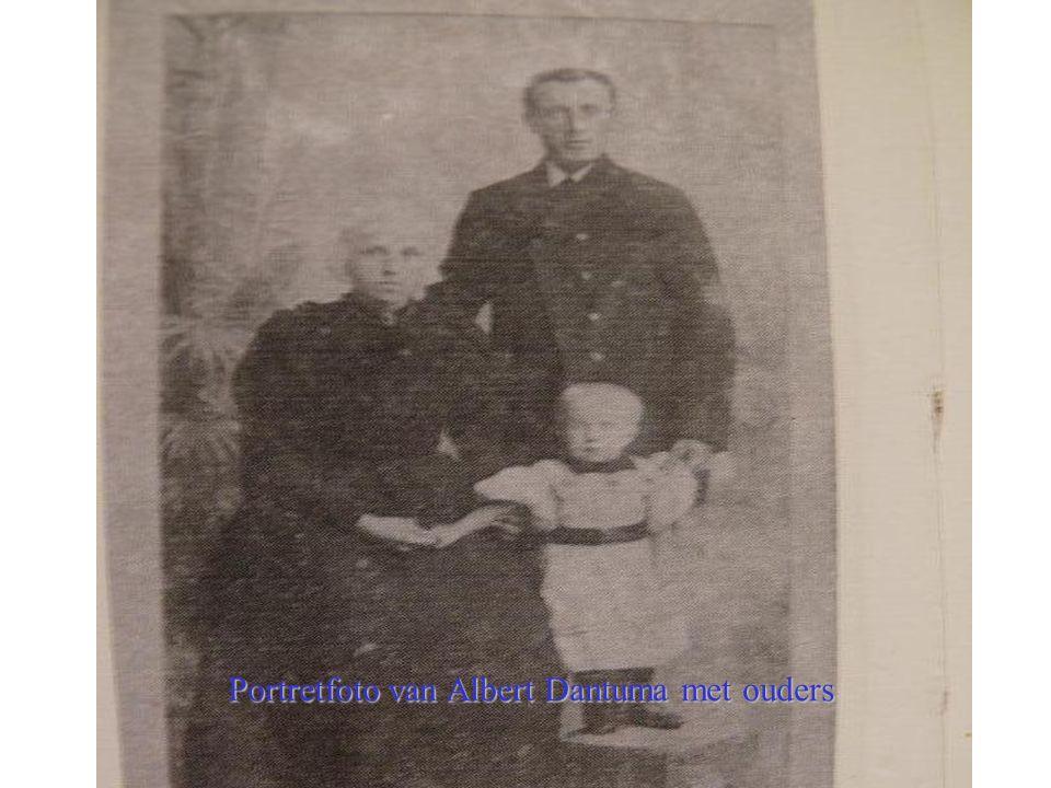 ` Portretfoto van Albert Dantuma met ouders