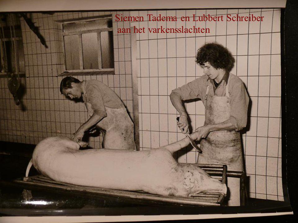 Siemen Tadema en Lubbert Schreiber aan het varkensslachten