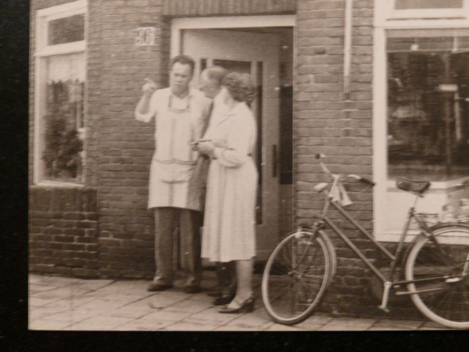•Op 28 oktober 1932 gaat hij terug naar het Friese Wouterswoude om te trouwen met zijn bruid Gjertje Dantuma